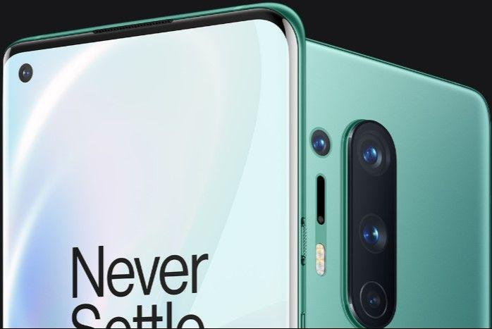 OnePlus 8 Pro зеленого цвета