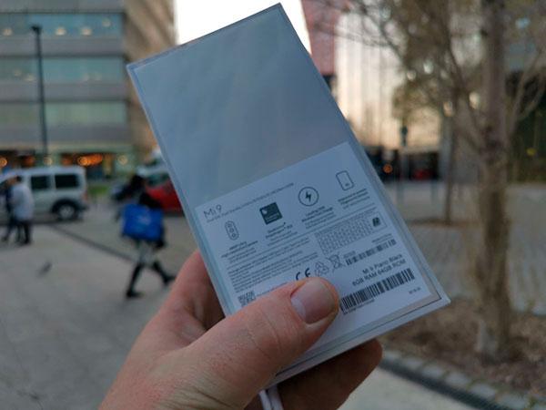 Новые живые фото Xiaomi Mi9 в Москве