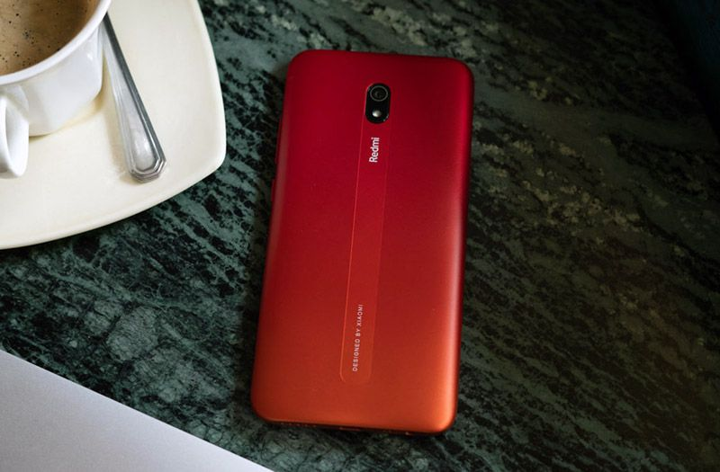 Смартфон Redmi 8A красного цвета